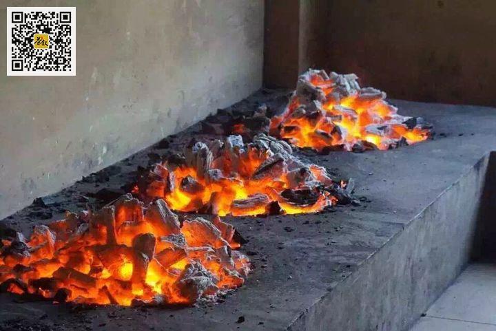 岩茶炭焙台上炭焙坑里烧红的炭火