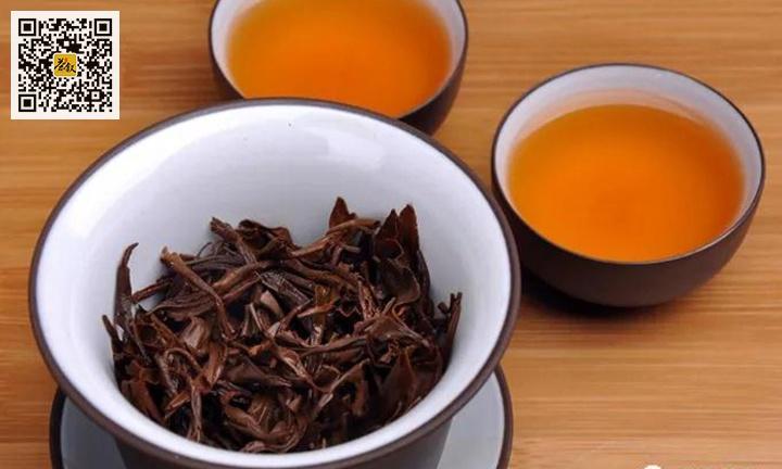 红茶正山小种叶底与茶汤