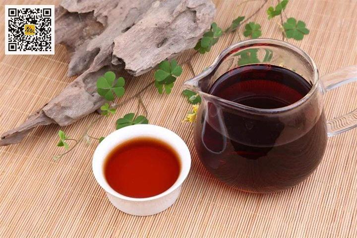 广西六堡茶汤色红浓