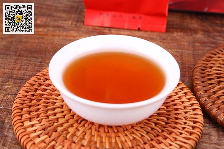 中足火岩茶汤色